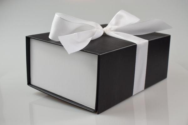 Geschenkbox Bi-Colour mit Band Schwarz-Weiß